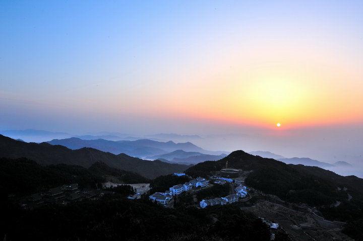去云南泸沽湖旅游要多少钱?云南自驾游有哪些必看景点?