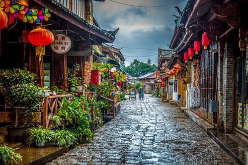 在丽江、攀枝花、丽江、昆明旅游,八月份穿什么衣服